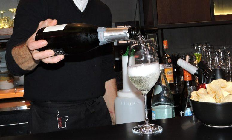 barman  barmaid  u2013 breizh emploi 56